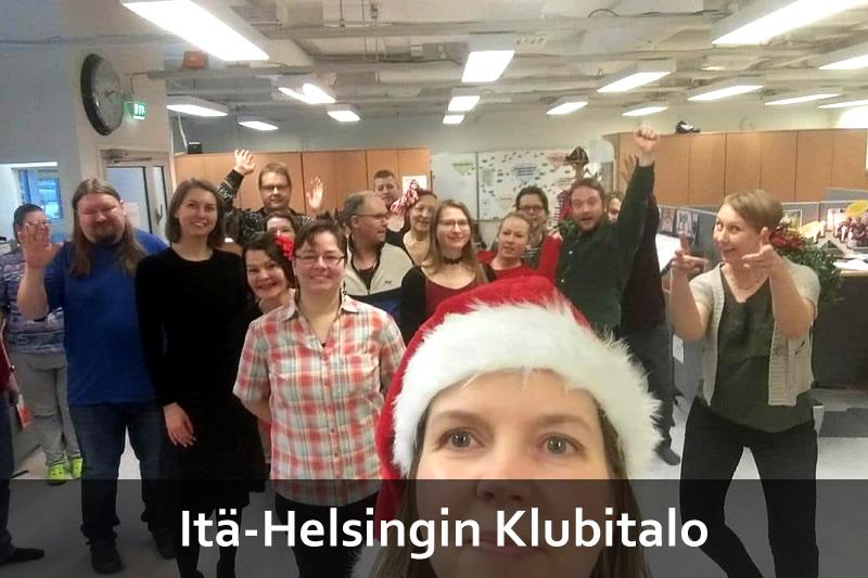 Itä-Helsingin Klubitalon väkeä tekstillä Itä-Helsingin Klubitalo